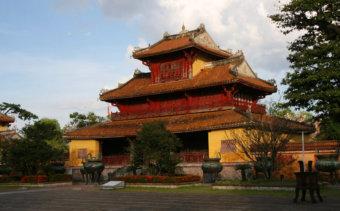 190-a-nguyen-dinasztia-oseinek-dedikalt-hien-lam-pavilon