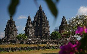 Indonézia115 Prambanan tornyai