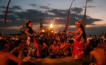 Indonézia141 A kecsak a Rámajána történetét meséli el
