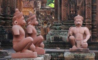 KAMBODZSA Banteay Srei új szobrai