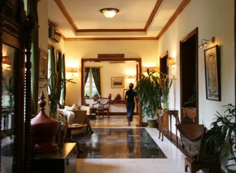 227 A yangoni Savoy Hotel hangulatos előtere